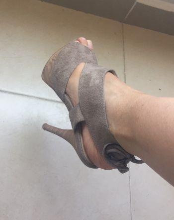 Foto Carousel Producto: Zapatos Beige Gamusa GoTrendier