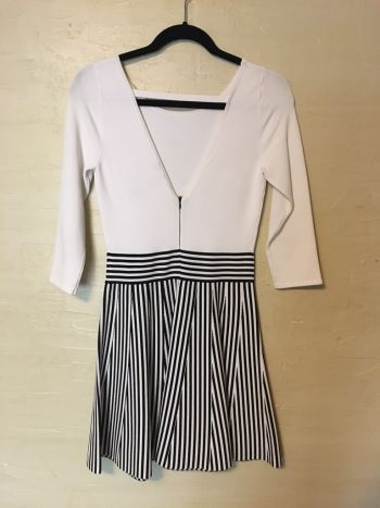 Foto Carousel Producto: Vestido negro con blanco GoTrendier