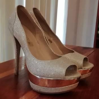 Foto Carousel Producto: Zapatillas doradas con brillantina GoTrendier