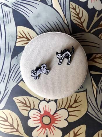 Foto Carousel Producto: Pins metalicos  GoTrendier