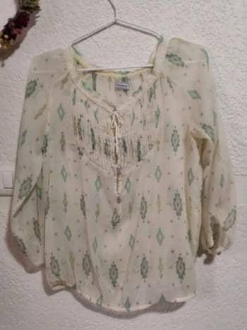 Foto Carousel Producto: Blusa con pequeño detalle talla S marca P&B GoTrendier