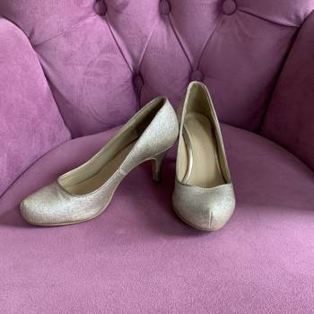 Foto Carousel Producto: Zapatos Dorados GoTrendier
