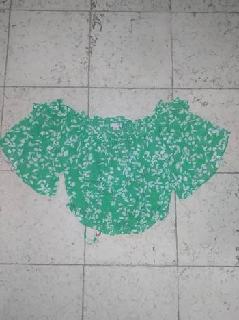 Foto Carousel Producto: Blusa tipo campesina verde con estampado GoTrendier