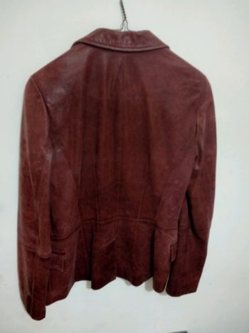 Foto Carousel Producto: Chaqueta semilarga color vino de piel. GoTrendier