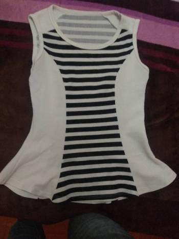 Foto Carousel Producto: Blusa blanca con rayas negras GoTrendier
