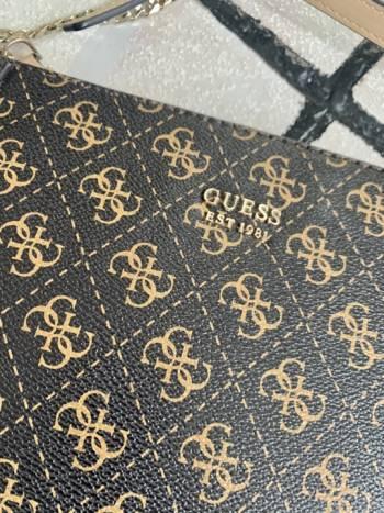 Foto Carousel Producto: Bolsa crossbody guess GoTrendier