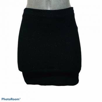 Foto Carousel Producto: Minifalda De Tela Negra Brillosa GoTrendier