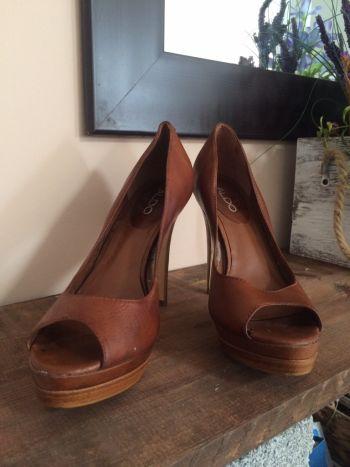 Foto Carousel Producto: Zapatillas Aldo de piel color camel GoTrendier