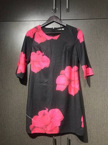 Foto Carousel Producto: Vestido de manga 3/4 con flores GoTrendier