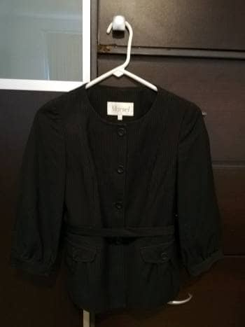 Foto Carousel Producto: Saco corto negro c/ raya de gis GoTrendier