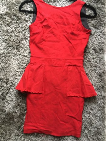 Foto Carousel Producto: Lindo Vestido con olanes y vestido rojo strapless GoTrendier