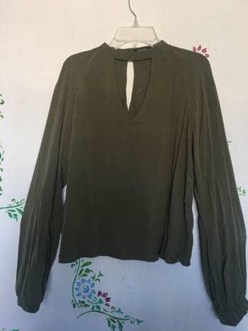 Foto Carousel Producto: Blusa con escote GoTrendier