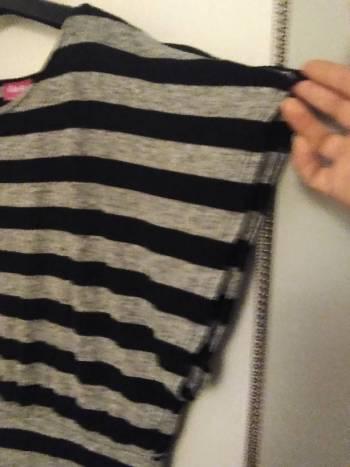 Foto Carousel Producto: Blusa rayada Gris y negro GoTrendier