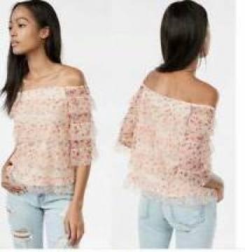 Foto Carousel Producto: Blusa floreada en capas. EXPRESS  GoTrendier