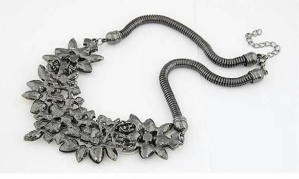 Foto Carousel Producto: Collar de flores GoTrendier