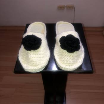 Foto Carousel Producto: Pantuflas tejidas beige  GoTrendier