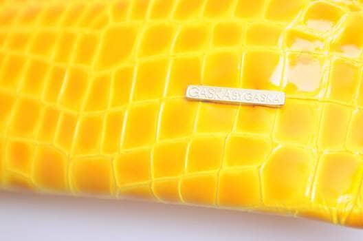 Foto Carousel Producto: Clutch amarillo GoTrendier
