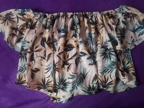 Foto Carousel Producto: BSK blusa campesina floreada ?? GoTrendier