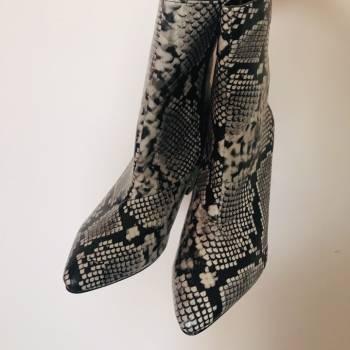Foto Carousel Producto: Botines animal print vibora APARTADAS GoTrendier