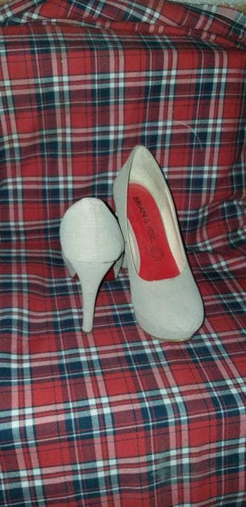 Foto Carousel Producto: Zapatilla color hueso 2x 200 GoTrendier