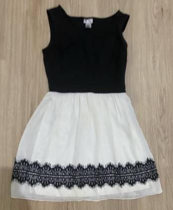 Foto Carousel Producto: Vestido corto con detalle de encaje GoTrendier
