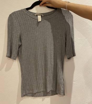 Foto Carousel Producto: Blusa gris H&M GoTrendier