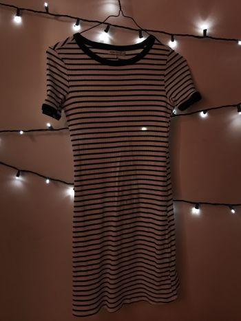 Foto Carousel Producto: Vestido corto de rayas GoTrendier