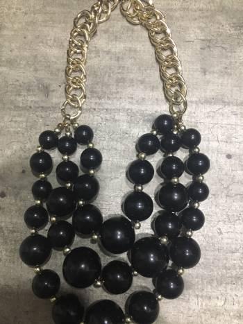 Foto Carousel Producto: Collar de bolas negro GoTrendier