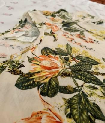 Foto Carousel Producto: Blusa de flores H & M  GoTrendier