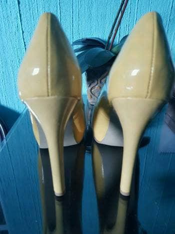 Foto Carousel Producto: Lindas zapatillas amarillas. GoTrendier