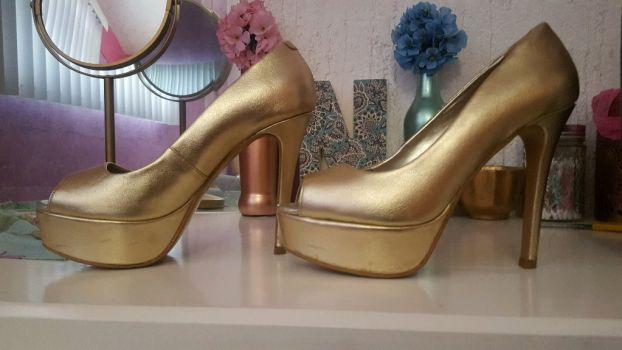 Foto Carousel Producto: Tacones altos dorado GoTrendier