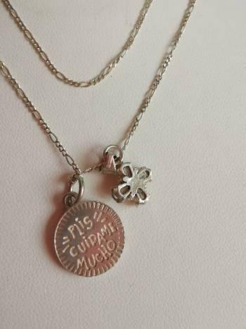Foto Carousel Producto: Dijes y cadena plata virgensita y cruz. GoTrendier