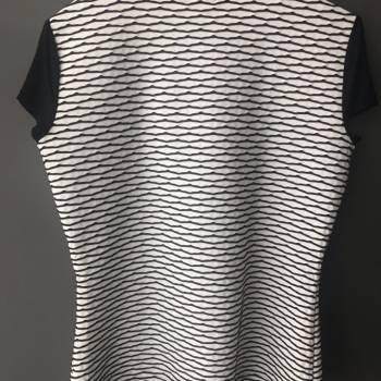 Foto Carousel Producto: Blusa blanco con negro GoTrendier