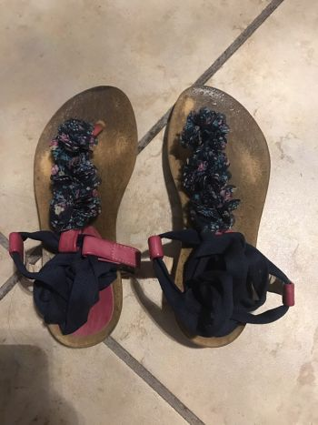 Foto Carousel Producto: Sandalías de flores con lazos GoTrendier