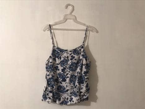 Foto Carousel Producto: Blusa de tirantes con flores GoTrendier