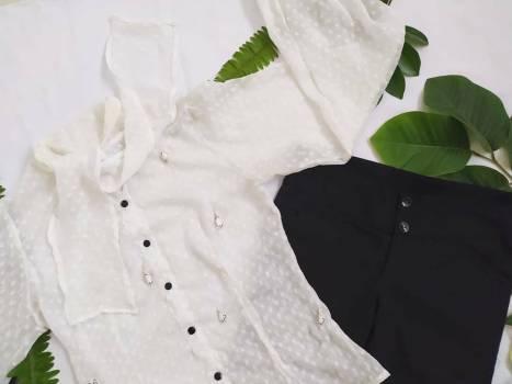 Foto Carousel Producto: Blusa blanca transparente 2x1 GoTrendier