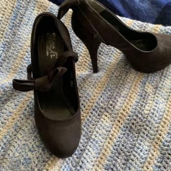 Foto Carousel Producto: Zapatilla negra  GoTrendier
