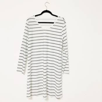 Foto Carousel Producto: Vestido blanco con rayas azules GoTrendier