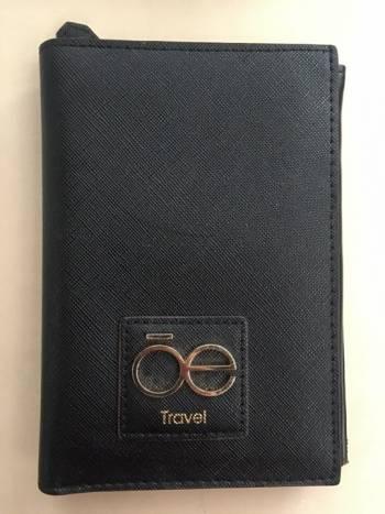 Foto Carousel Producto: Porta pasaportes negro GoTrendier