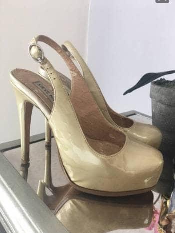 Foto Carousel Producto: Pumps de charol  champagne 3.5 GoTrendier