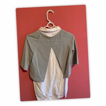 Foto Carousel Producto: Camisa con blusa por arriba. GoTrendier