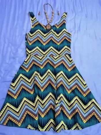 Foto Carousel Producto: Vestido grecas H&M y collar Frida Khalo GoTrendier