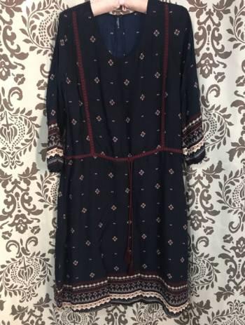 Foto Carousel Producto: Vestido azul con estampado de suburbia. GoTrendier