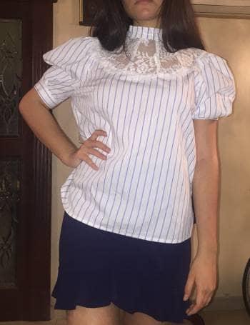 Foto Carousel Producto: Blusa de rayas y encaje GoTrendier