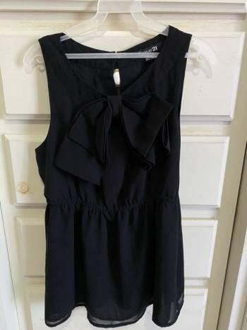 Foto Carousel Producto: Blusa negra forever 21 GoTrendier