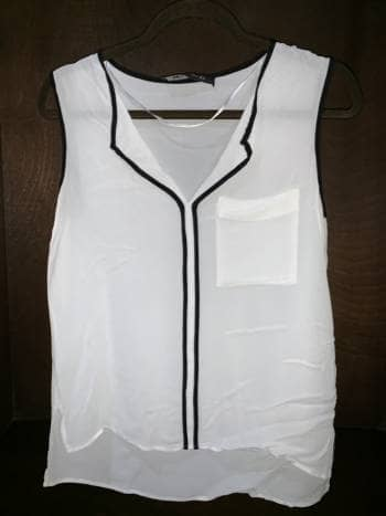 Foto Carousel Producto: Blusa blanca con cuello V GoTrendier