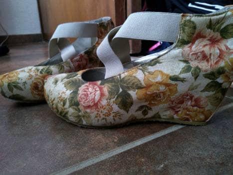 Foto Carousel Producto: Zapatilla floreada con resorte GoTrendier