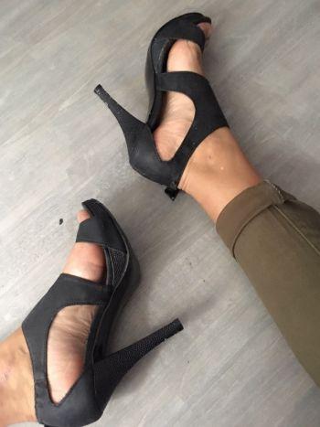 Foto Carousel Producto: Zapatos abiertos negros talla 24.5 GoTrendier
