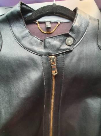 Foto Carousel Producto: Chamarra negra 100% piel marca Violeta GoTrendier