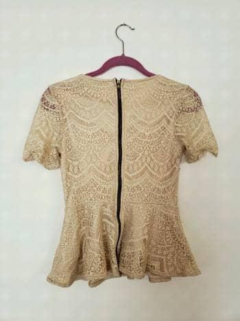 Foto Carousel Producto: Blusa de encaje dorada GoTrendier